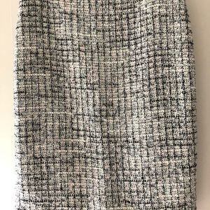 Ann Taylor straight skirt  new with tag size 8